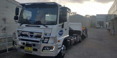 tilt tray towing truck